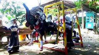 Sekolah Korban Penggusuran Proyek Tol 'Bergeser' di Halaman Warga