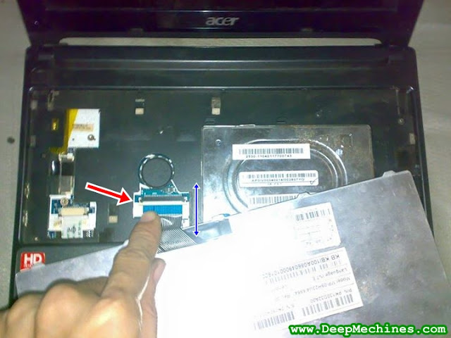 Cara Melepas Kabel Fleksibel Keyboard pada Netbook Acer Aspire One