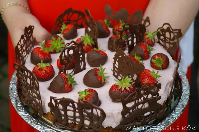 tårta med jordgubbsmousse