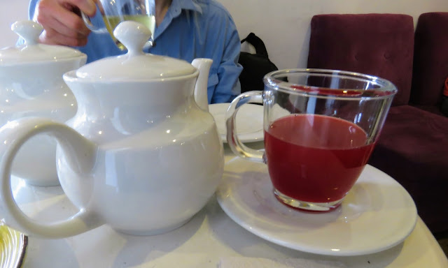 Places to eat in Cusco on a 3 day itinerary: fruit tea at La Valeriana