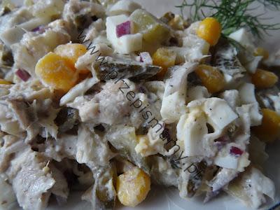 Sałatka z makreli i kukurydzy
