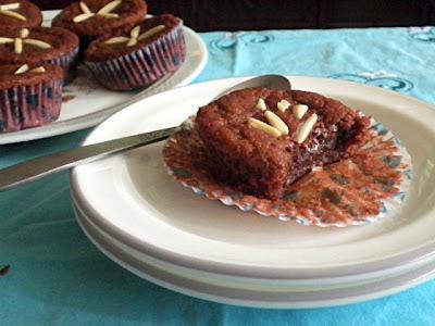 Gluten Free Chocolate Bites Recipe @ treatntrick.blogspot.com