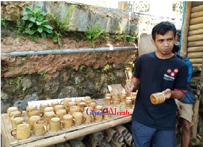 Menyulap Bambu Jadi Barang Berharga Ala Rumah Baca Bambu Biru