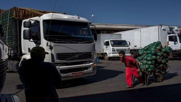 Bolsonaro suspende subsidio salarial en cinco estados brasileños