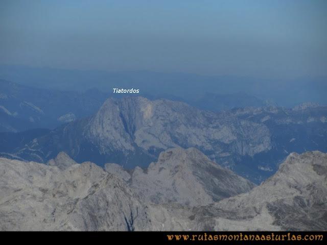 Ruta Cabrones, Torrecerredo, Dobresengos, Caín: Vista desde el Torrecerredo del Tiatordos