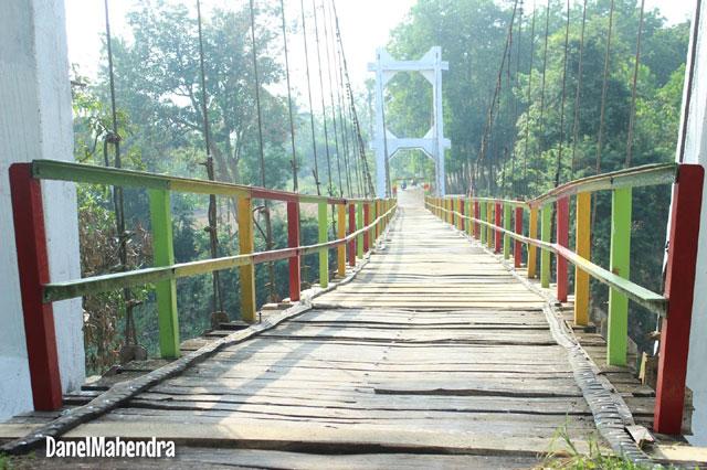 Jembatan Gantung Pelita