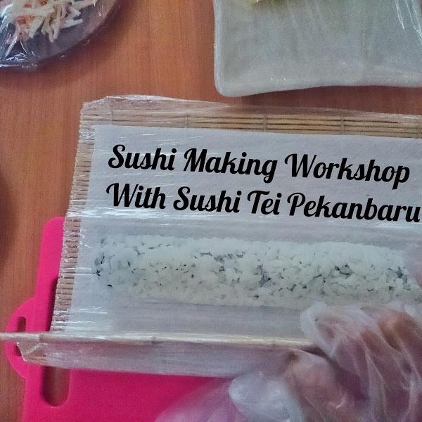 Belajar membuat sushi bersama Sushi Tei