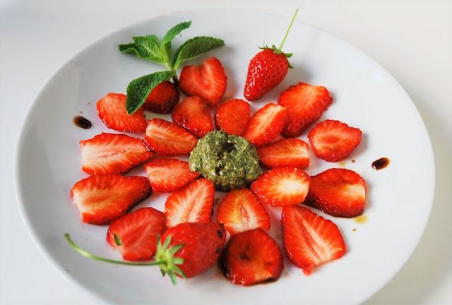 Carpaccio fraises pesto sucré menthe
