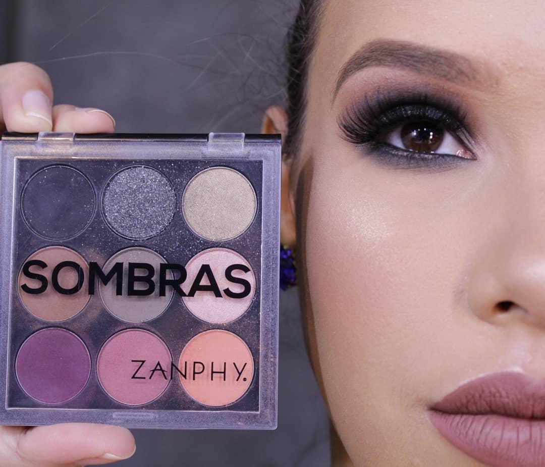 Maquiagem com Paleta de sombras de 9 cores da Zanphy, modelo 03
