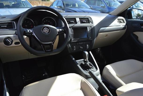 2017 Volkswagen Jetta 1.4T Manual Review - Features: