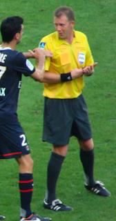 L'arbitre Olivier Thual en pleine action