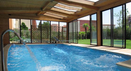 Cubiertas para piscinas pergolas sevilla pergolas de for Pergolas para piscinas