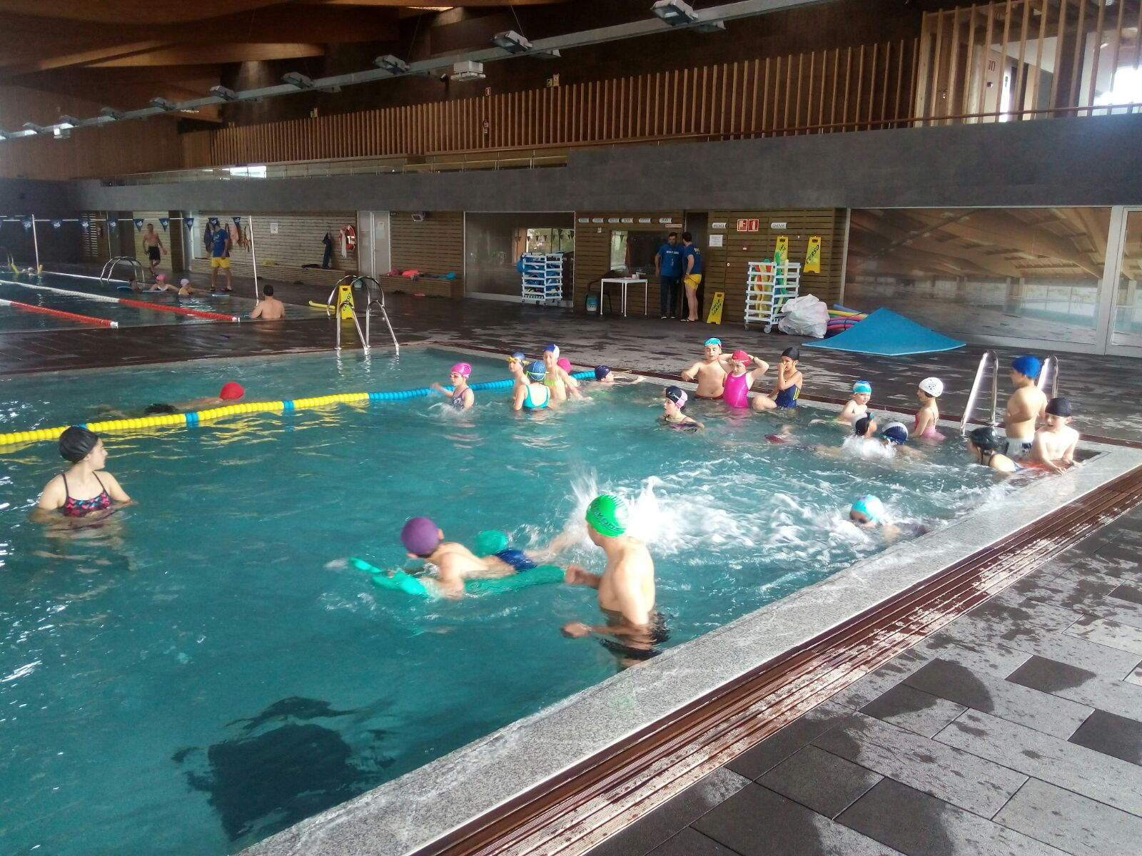 Ceip pedro del hoyo colindres piscina municipal de for Piscina colindres