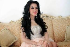 Gaya Rambut Panjang Indonesia