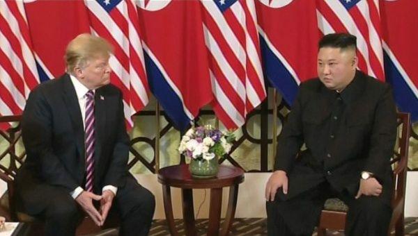 """Trump y Kim califican de """"excelente"""" primera reunión en Vietnam"""