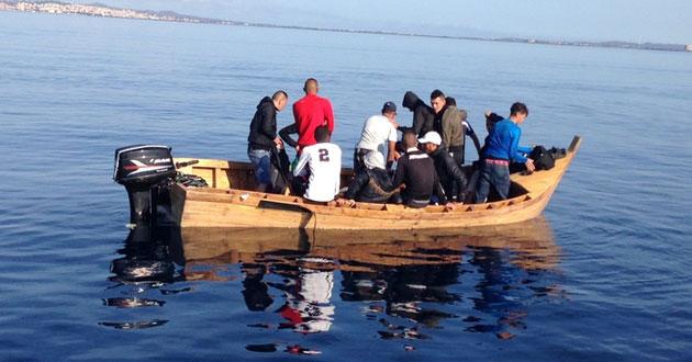 هلاك 20 حراقا بوهران منهم الاطفال بعد احتراق قاربهم