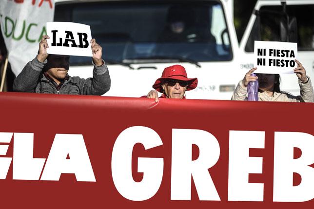 Concentración por el 12-O frente a la Delegación del Gobierno en Pamplona