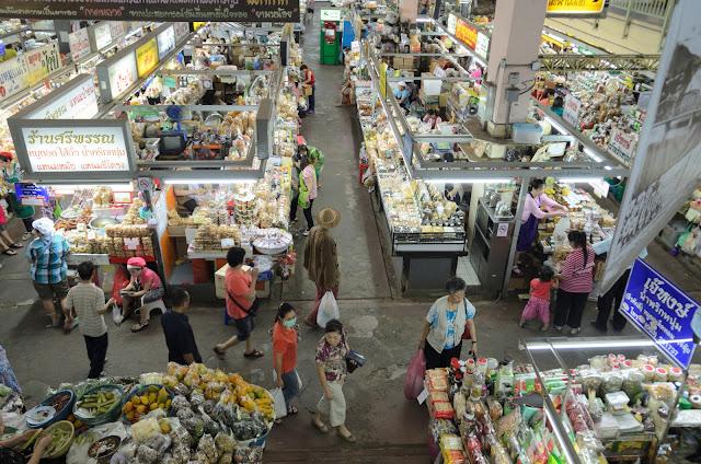 【泰國】初遊清邁必去景點,週六夜市、帕邢寺、夜間動物園,契迪隆寺! 11