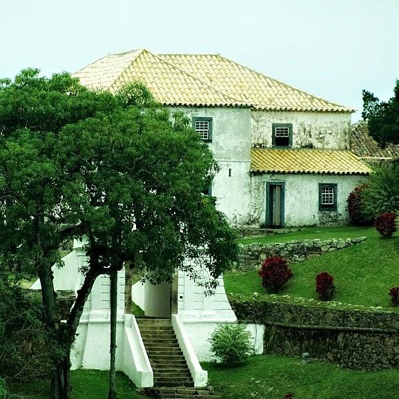 Escadaria de Lioz, Portada e Casa do Comandante, na Fortaleza de Santa Cruz de Anhatomirim, em Governador Celso Ramos