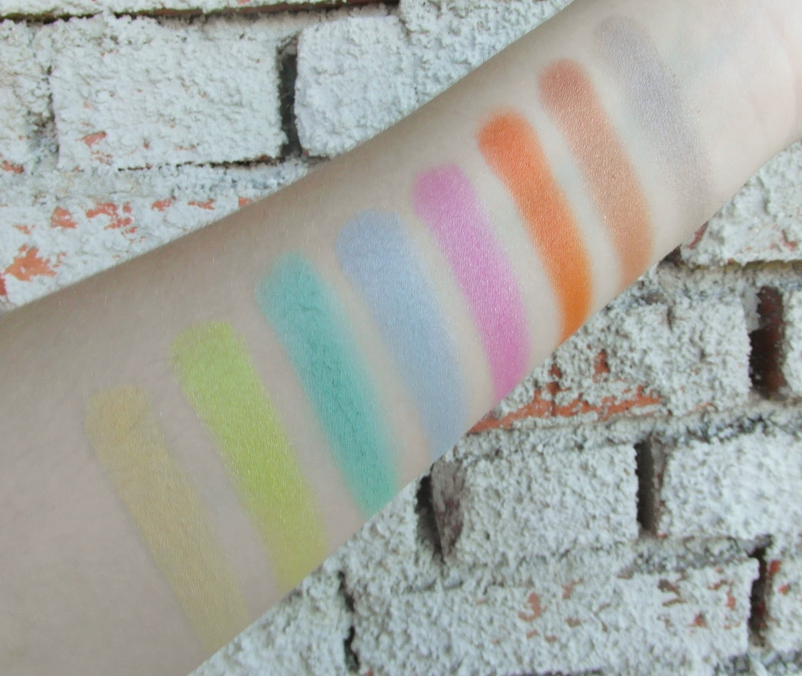 Danni 40 colors eyeshadow palette