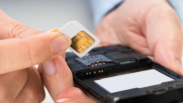 आधार कार्ड का एक और फायदा, अँगूठा लगाओ सिम ले जाओ !