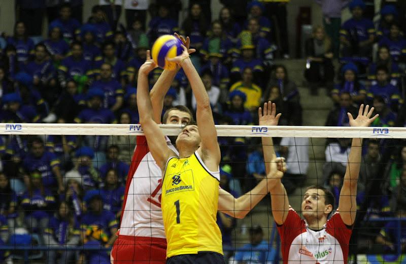 611ee75d00 (LIGA MUNDIAL) Bruninho vibra com vitória sobre a Polônia e avisa