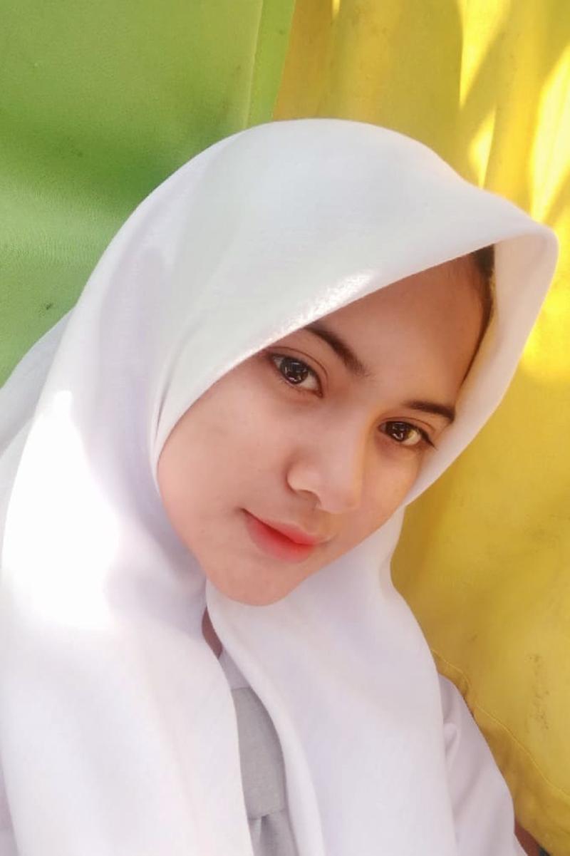 Siswi Jilbab SMA Cantik anyelir