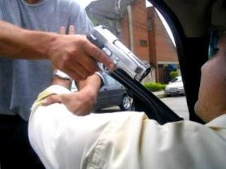 Advogado tem carro e outros pertences roubados, em Alagoinhas