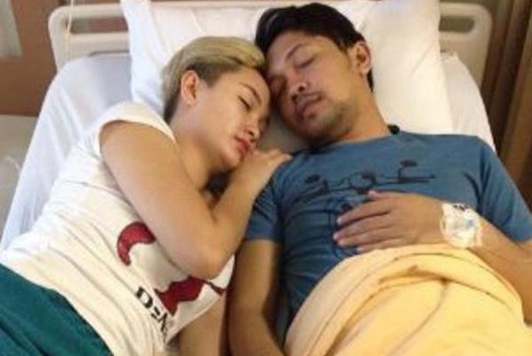 Photo Zaskia Gotik Sedang Menemani Pacar Di Rumah Sakit