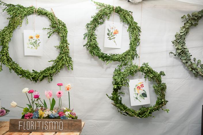 Corona verde y laminas vintage de flores