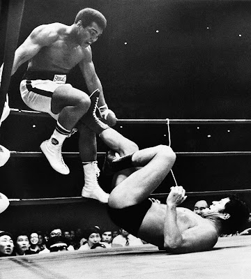 Before Mayweather vs McGregor, Muhammad  Ali Fought a Martial Artist in the Ring