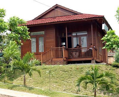 Desain Rumah Kayu Perbukitan