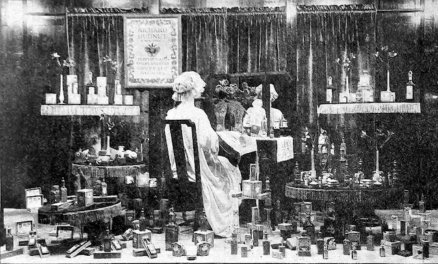 photograph of 1918 window display