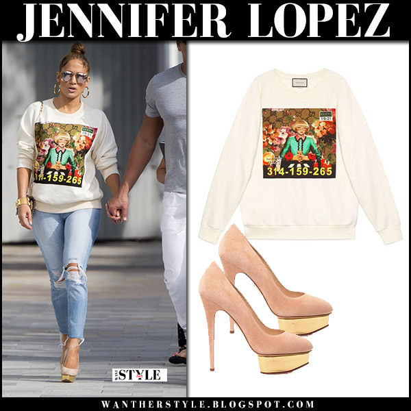 Jennifer Lopez in white printed gucci ignasi monreal sweatshirt, jeans and beige suede platform pumps charlotte olympia dolly street style december 23