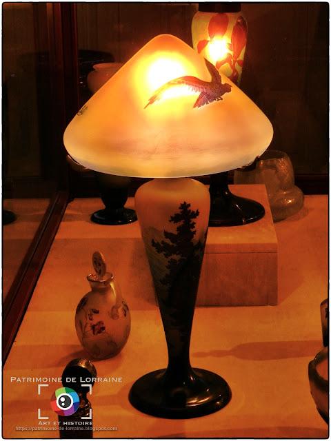 TOUL (54) - Musée d'Art et d'Histoire : Lampe aux rapaces (Emile Gallé)