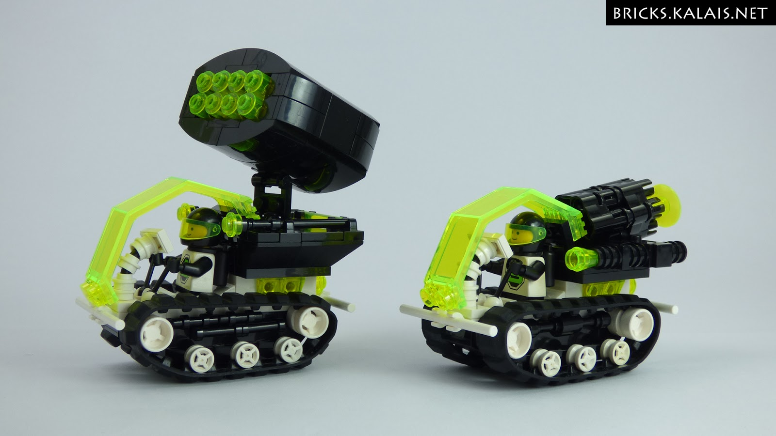 [MOC] Blacktron tracked mini-vehicles
