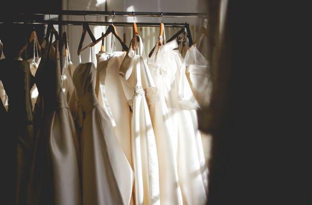 Pilih gaun pengantin untuk persiapan pernikahan