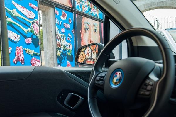 "Maurizio Cattelan crea un BMW i3 ""Spaguetti Car"""