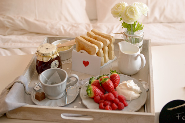 La Chica De La Casa De Caramelo Desayuno En La Cama Por
