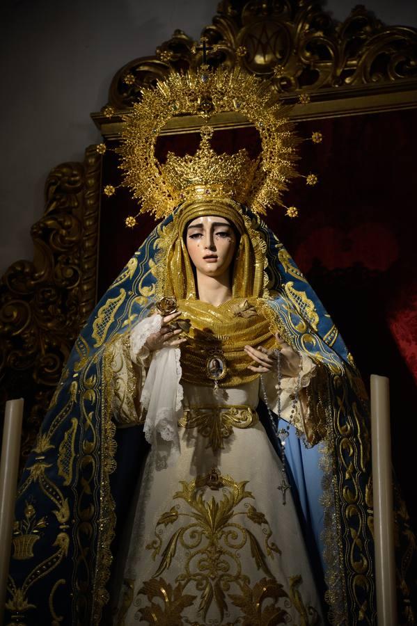 La Virgen de la Salud de San Gonzalo de Sevilla estrena nuevo manto bordado