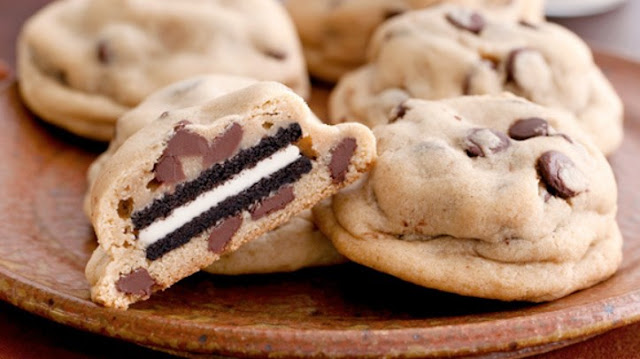 Oreo Stuffed Chocolate Chip Cookies #dessert #cookies