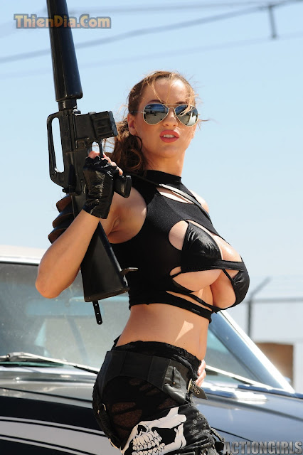 Hot girls Jordan Carver sexy topic Girl and Gun