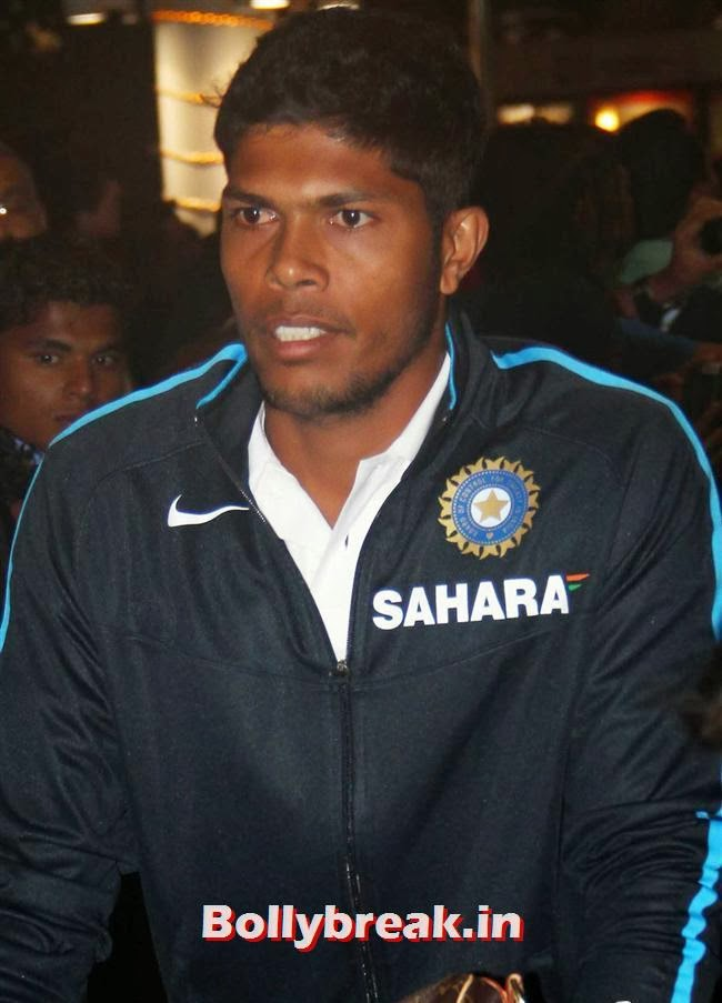 Umesh Yadav, Indian Cricket Team Return from South Africa at Mumbai Airport
