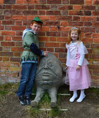 Alnwick Garden, Garden of Fairy Tales - humpty dumpty