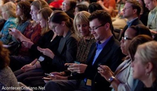Uso del celular en iglesia