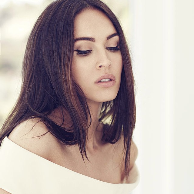 Megan-Fox-Eyeliner-Brows-Nude-glossy-lip