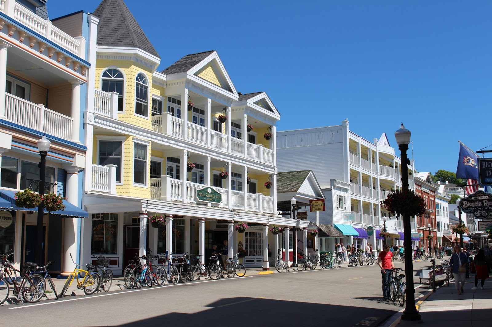 mackinac island gay singles Looking for a mackinac island hotel 2-star hotels from $101, 3 stars from $122 and 4 stars+ from  stay at harbour view inn from $147/night, lake view hotel from $155/night, chippewa hotel waterfront from $463/night and more.