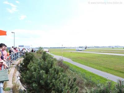 Freie Sicht auf den Hamburger Flughafen, Flugzeuge beobachten