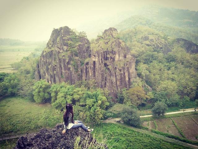 foto pemandangan di pucak gunung sepikul