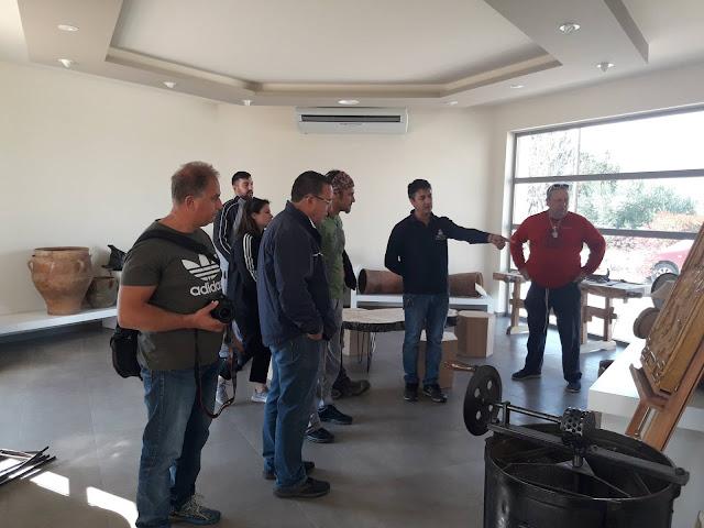"""Επίσκεψη του τμήματος μελισσοκομίας του ΔΙΕΚ Επιδαύρου στο """"Άξιον εστί"""""""